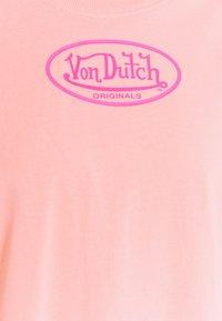 Von Dutch - ARI - Print T-shirt - peach - 9