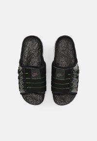 Nike Sportswear - ASUNA CRATER SLIDE - Matalakantaiset pistokkaat - black/iron grey/white/mean green - 3