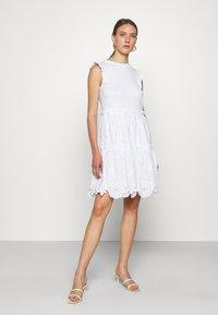 kate spade new york - MEDIA BRODRE DRESS - Denní šaty - fresh white - 0
