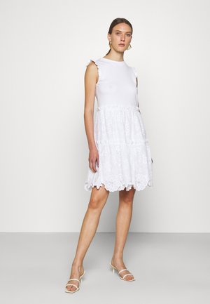 MEDIA BRODRE DRESS - Denní šaty - fresh white