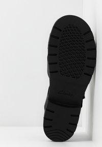 Clarks - ORINOCO STRAP - Sandali con plateau - black - 6