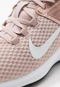 Nike Performance - AIR MAX BELLA TR 2 - Kuntoilukengät - stone mauve/metalic silver/black/barely rose/metalic red bronze/white - 5