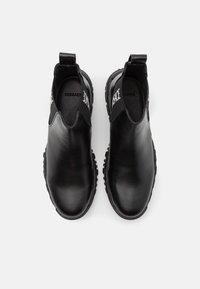 Versace - STIVALETTOC LOGATO - Kotníkové boty - black - 3