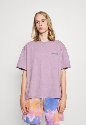 MARLED LOGO EMBROIDERED TEE UNISEX - Jednoduché triko - purple