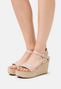 New Look - PICKLE - Sandalen met hoge hak - oatmeal - 0