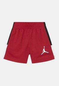 Jordan - JUMPING BIG AIR SET UNISEX - T-shirt imprimé - gym red - 2