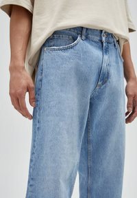 PULL&BEAR - Jeansy Relaxed Fit - blue-grey - 3