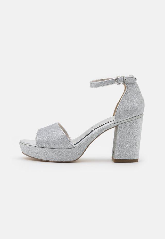 Sandali con plateau - silver glam