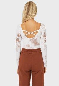 Stradivarius - Print T-shirt - light brown - 2