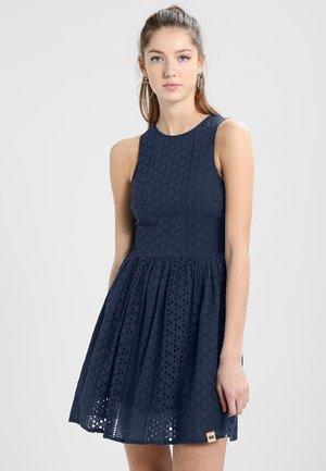 CAMYLLA RACER DRESS - Denní šaty - navy