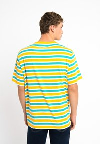 Urban Threads - OVERSIZED TEE UNISEX - T-shirts print - yellow - 2