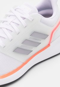 adidas Performance - EQ19 RUN - Neutrala löparskor - footwear white/halo silver/solar red - 5