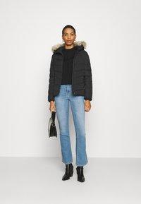 Calvin Klein Jeans - SHORT FITTED PUFFER - Dunjakke - black - 1