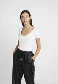 Anna Field - 2 PACK - T-shirt basic - white/black - 2