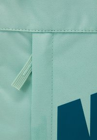Nike Sportswear - ELEMENTAL UNISEX - Batoh - emerald green/geode teal - 3