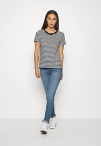 Levi's® - PERFECT TEE - Print T-shirt - black/white - 1
