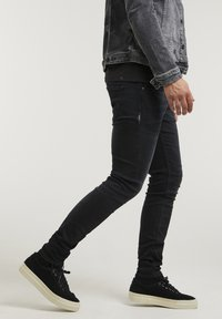 CHASIN' - EGO  - Slim fit jeans - black - 2