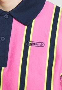 adidas Originals - STRIPE UNISEX - Pikeepaita - screaming pink/yellow/collegiate navy - 7