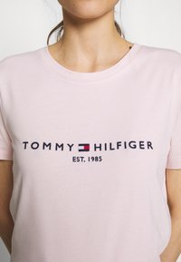 Tommy Hilfiger - NEW TEE  - Print T-shirt - pale pink - 4
