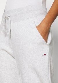 Tommy Jeans - TOMMY CLASSICS - Spodnie treningowe - silver grey - 5