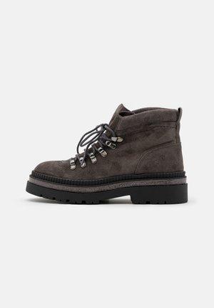 Kotníková obuv - iman