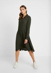 Minimum - BINDIE DRESS - Shirt dress - racing green - 2