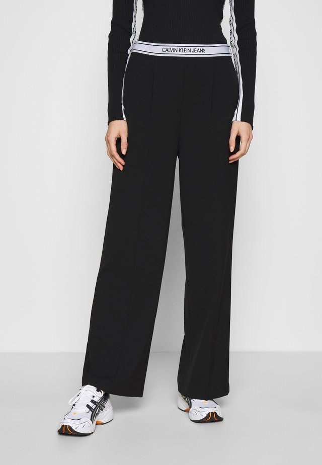 LOGO ELASTIC DRAPEY PANT - Bukse - black