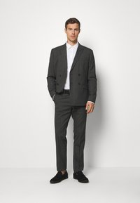 Isaac Dewhirst - RECYCLED CHECK DOUBLE BREASTED SUIT - Kostym - anthracite - 1
