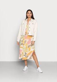 Saint Tropez - GABY DRESS - Shirt dress - birch botanic - 1