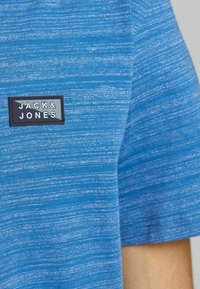 Jack & Jones - SLIM FIT - Print T-shirt - deep water - 4