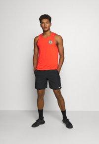 Nike Performance - MILER TANK - T-shirt sportiva - team orange/gelati/reflective silver - 1
