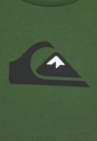 Quiksilver - SCREEN TEE - Camiseta estampada - greener pastures - 2