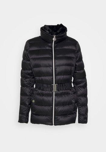 DETACHABLE COLLAR BELTED PACKABLE COAT - Dunjakke - black