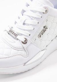 Guess - TALLYA - Tenisky - white - 2