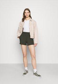 ONLY - ONLNELLA POCKET - Shorts - kalamata - 1