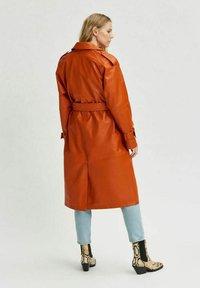 Selected Femme - Trenchcoat - orange pepper - 2