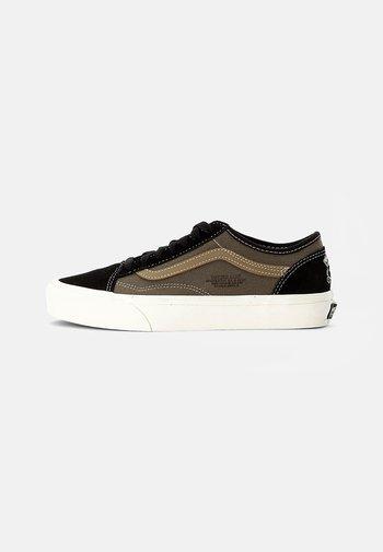 OLD SKOOL TAPERED UNISEX - Sneakers - black/grape leaf