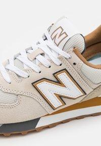 New Balance - 574 UNISEX - Zapatillas - tan - 5