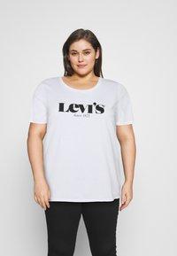 Levi's® Plus - PL PERFECT TEE - Print T-shirt - pl new logo white + - 0