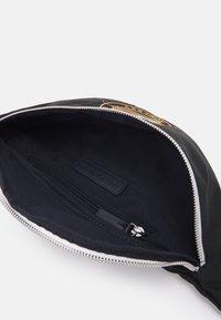 Tommy Hilfiger - SIGNATURE CROSSBODY UNISEX - Bum bag - black - 2