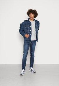 Tommy Jeans - Jakna iz džinsa - denim dark - 1