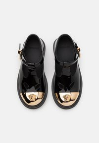 Versace - Baleríny s páskem - black/gold - 3