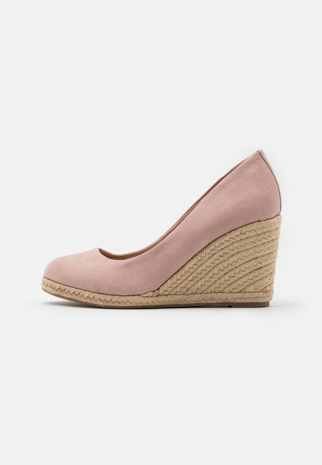 ECO BLUSH DRIFT WEDGE - Wedges - pink