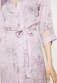 Women Secret - LONG ROBE FLOW  - Dressing gown - pink - 4