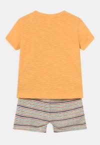 OVS - SET - T-shirt print - warm apricot - 1