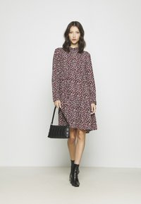 JDY - JDYPIPER  DAYDRESS - Shirt dress - dark navy/rosa ditsy - 1