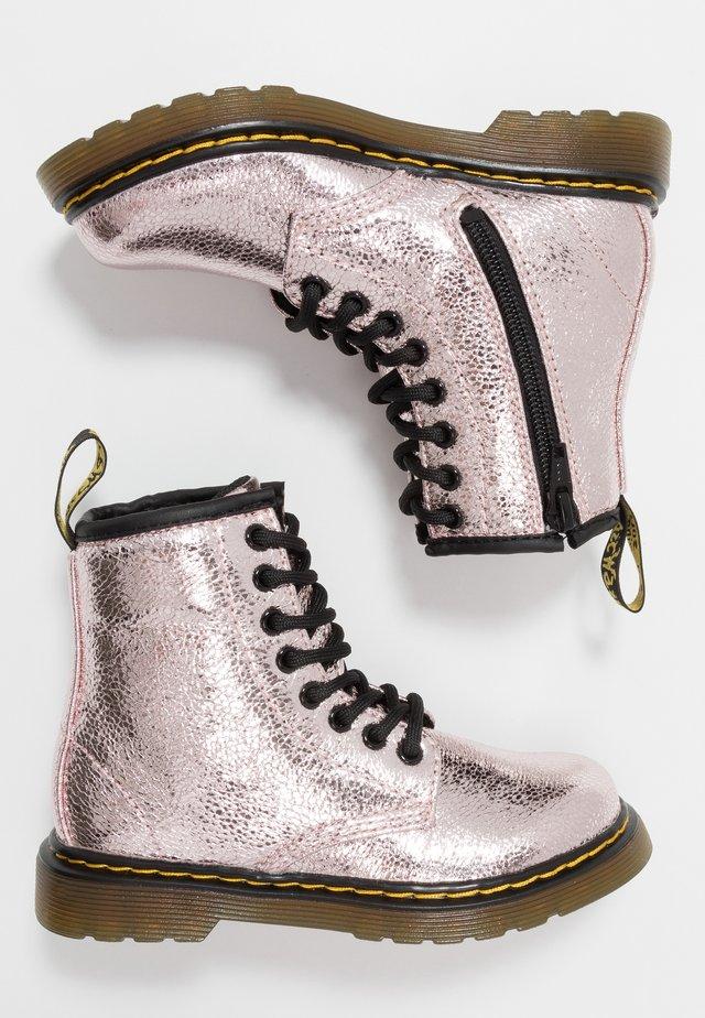 1460  - Kotníkové boty - pink salt metallic