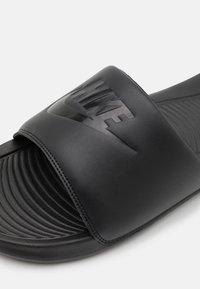 Nike Sportswear - VICTORI ONE SLIDE - Slip-ins - black - 5