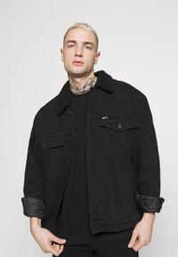 YOURTURN - UNISEX - T-shirt con stampa - black - 3