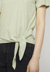 TOM TAILOR DENIM - Print T-shirt - light dusty green - 3